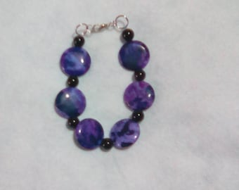 Purple crazy lace agate (dyed) and onyx beads bracelet.