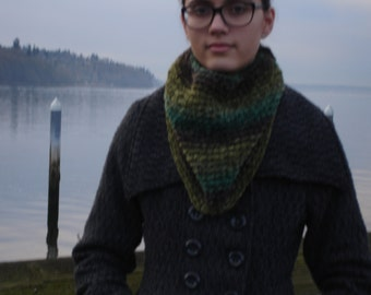 Soft & warm handknit ombre cowl made of chenille yarn