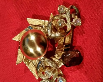 Vintage jewlery and button brooches