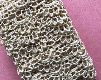 Vintage Scalloped  Lace Trim 4 yards