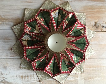 Christmas 3D wreath or table topper, centerpiece, door hanging, 100% cotton batik machine quilted patchwork quilt quilted table topper