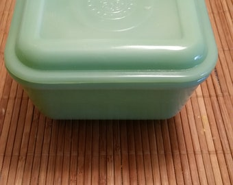 Anchor Hocking Fire King Jadeite - Small Refrigerator Bowl with Cover in Philbe Pattern