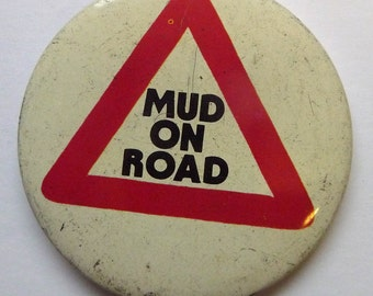 """Mud On Road - Vintage 1970s 2.5"""" Pin Back Button Badge"""