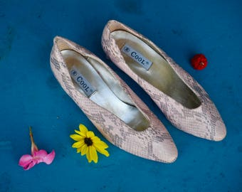 1960s faux snake skin pumps in baby pink