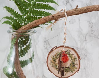 Robin Wreath Wooden Christmas Decoration | Handmade Christmas Decoration | British Wildlife | Wooden Log Slice | Hanging Christmas Bauble