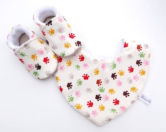 Set with booties and baby animals-set with non-slip slippers baby cotton bib and cotton bib