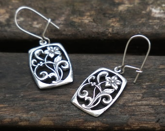 Silver Flower Earrings, Flower Earrings, Sterling Silver Earrings, Silver Dangle Earrings, Nature Earrings, Flower Jewelry, Birthday Gift