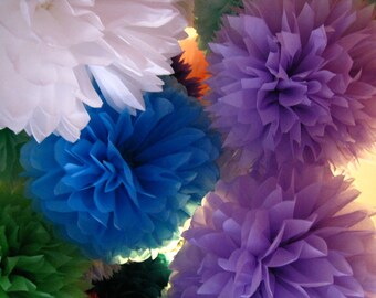 Tissue paper pom poms - Set of 8 poms -Parties Decor//Birthday's Decor//Nursery