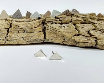 Minimalist earrings. Triangle. Silver 925. Recycled metalsheet. Hammered