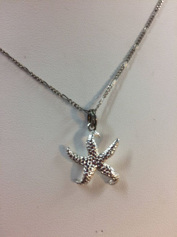 Beach Lover's Delightful Starfish and chain