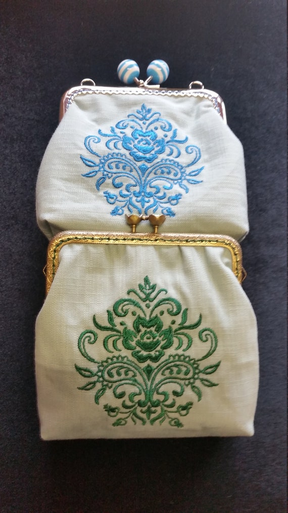 CP552A. Coin purse with blue damask rose design.