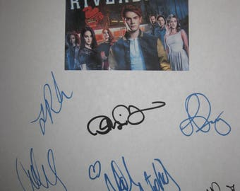 Riverdale Signed TV Script Screenplay X9 Autograph K J Apa Luke Perry Lili Reinhart Cole Sprouse Camila Mendes Madchen Amick Marisol Nichols