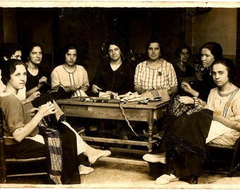 c.1925 Valuable and Rare ORIGINAL Spanish RPPC / Seamstresses Meeting / Modistes at Work / Dressmakers Working / Tailors Couturiers at Work