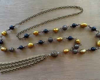 Collier de perle, pompon doré, noir Onyx, Pyrite, perles d'eau douce, Antique en laiton, bijoux pompons, comme on le voit sur l'acteur Stéphanie Drapeau