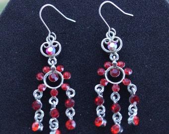 Pretty Vintage Red Rhinestone Chandelier Pierced Earrings, Silver tone (O16)