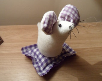 Handmade Mouse Pin cushion