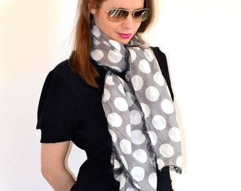 scarf grey with big dots