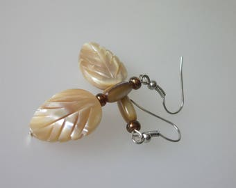 Shell Earrings, Mother of Pearl, Natural Shell Jewelry, MOP Leaf Earrings, Bohemian Jewelry, Brown Earrings, Carved Shell Leaf