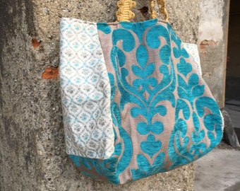 Shopping bag in damask fabric with a blue colour.