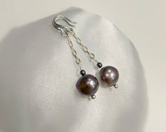 Pearl earrings, long earrings, silver earrings, chain earrings, black pearl earrings, freshwater pearl earrings, silver chain earrings