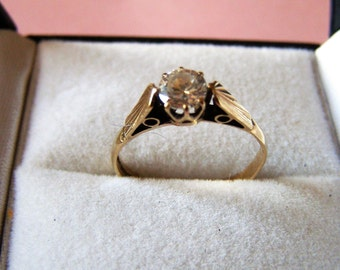 Beautiful Zirconia and 9ct Gold Solitaire Engagement Ring.  Hallmarked 1960's Vintage