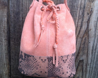 """Bucket bag, bucket bag """"JOSEPHINE"""" in pink leather and leather snake effect."""