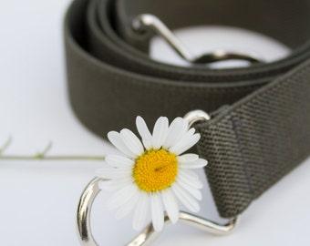 Skinny army green elastic waist belt with interlocking clasp