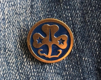 GIRL SCOUTS World Flag WAGGGS Vintage Enamel Pin