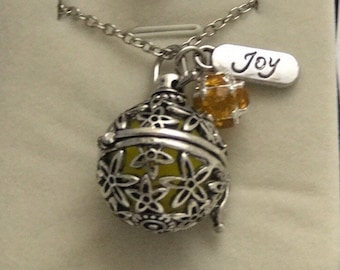 Beautiful essential oil pendant. Perfect as a gift for any occasion or just to spoil yourself.