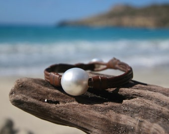 Single ENORMOUS Australian cultured white pearl bracelet on leather , huge cultured pearl, leather and pearls jewelry, boho, beach jewelry