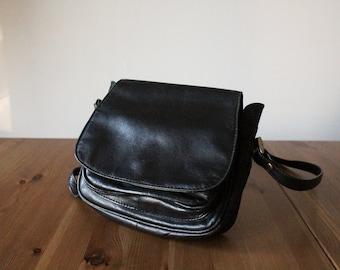 Vintage 80s leather handbag // 80s leather shoulder bag // black leather vintage bag //small