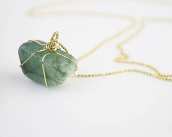 CANAR• necklace with an emerald