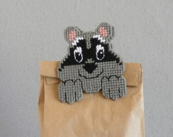 Plastic Canvas Raccoon Bag Clip / Raccoon Chip Clip / Animal Bag Clip / Animal Chip Clip