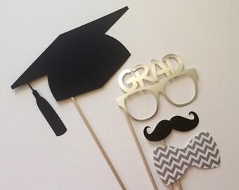 Graduierung Photo Booth Requisiten. 2016 Graduierung Photo Booth Requisiten. Abschluss. Klasse von 2016. Glitter und Metallic. Silber. 4er Set