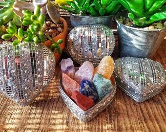 Heart Gift Box - 7 Chakras Natural Stone   Crystal Gift Set with Handmade box   Reiki Healing   Healing Chakras and Stones   Raw   Handmade