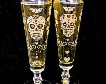 2 Personalized Sugar Skull Wedding Flute Glasses, Halloween Wedding Beer Glasses, Etched Glass