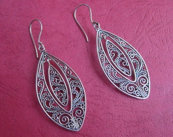 Balinese silversmith art  Sterling Silver Dangle Earrings / 2 inches long / handmade jewelry / silver 925 / (#130K)
