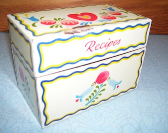 Vintage flowers and hearts recipe box.