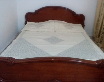 Covers bed
