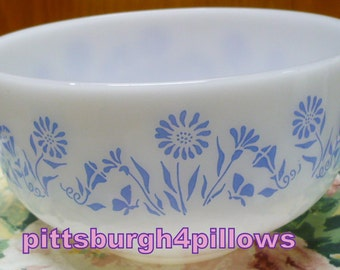 Federal - Blue Flowers/Daisy - 2 1/2 Quarts - 2.5 Liter - Mixing Bowl - Shield On Bottom - EUC - HTF