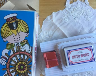 SALE!NIB Vintage Avon Roto Boat Floating Soap Dish with Soap, 1973