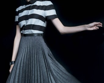 Dark grey pleated circle skirt, black fakeleather waistband