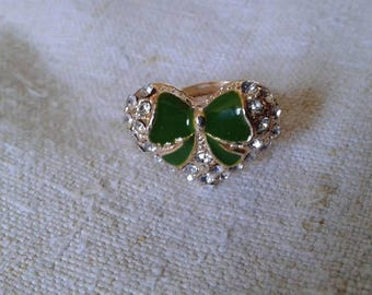 "ring ""heart and his Green bow"""