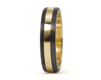 18ct gold and carbon fiber twill. Unique gold wedding band. Water resistant and very durable (04703_4N)