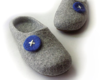 Women, mens house shoes / felted wool slippers  / gray/ blue / handmade / wool shoes