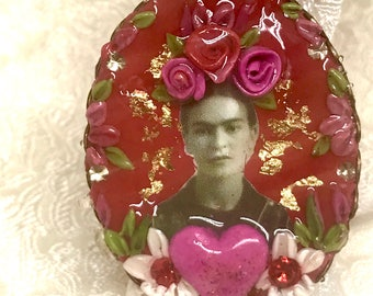 Lilygrace Red Frida Cameo Ring with Gold Leaf, Hearts, Flowers and Vintage Rhinestones