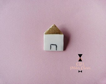 Brooch made of porcelain and gold house 1