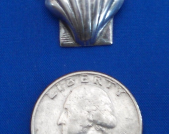 Small sterling silver scallop shell pin