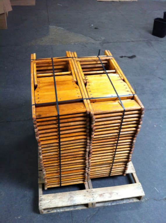 Incroyable Lot Of 100 Vintage Wood Folding Chairs FREE SHIPPING