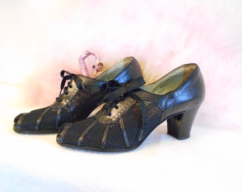 1940's Black Leather/Mesh Lace up Peek a Boo Shoes- Size 5 1/2 AA